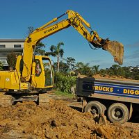 Mitchelle Earthmoving digger WEB.jpg