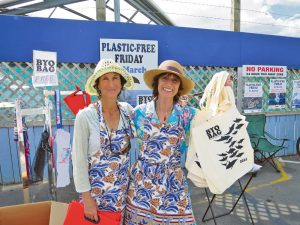 BYO bag founder Deb Lyttle (right) began campaigning for reusable shopping bags in 2011. Above – Giving out free BYO BAGS with volunteer Marta Fisch to customers arriving at Countdown in 2014.